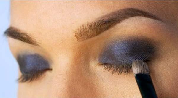 brązowy cień do oczu