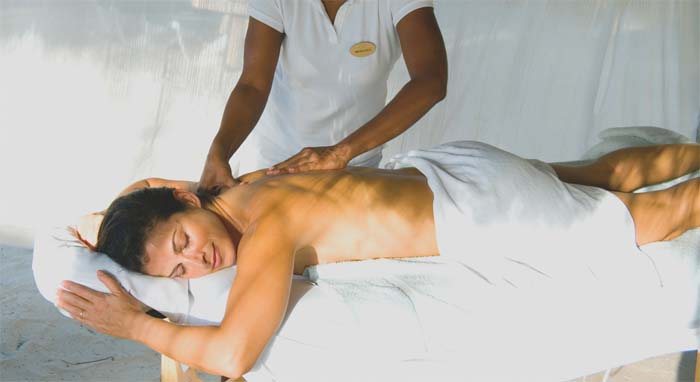 masaż kręgosłupa