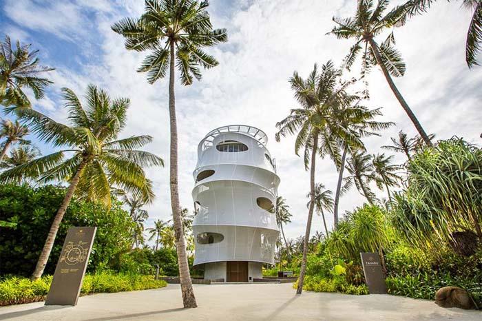 Wieża na środku wyspy