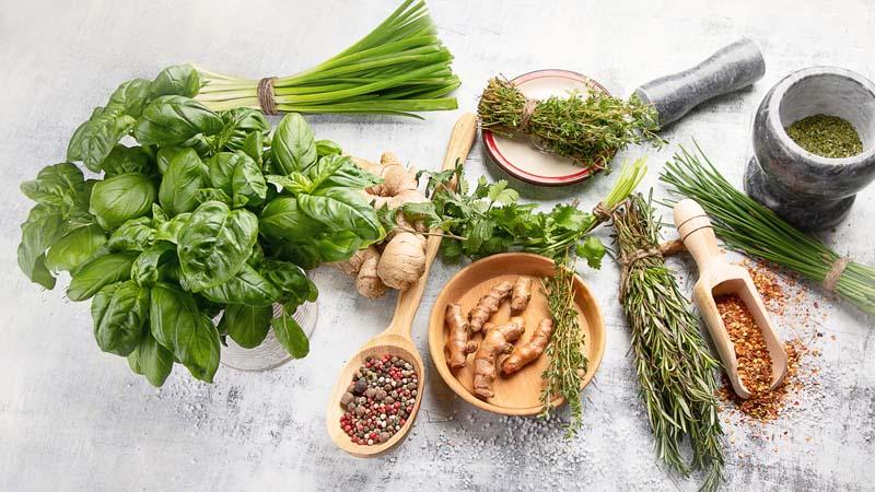 Które zioła i przyprawy warto mieć w kuchni?