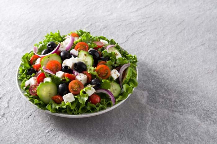 przepisy na smaczne lekkie i pożywne sałatki